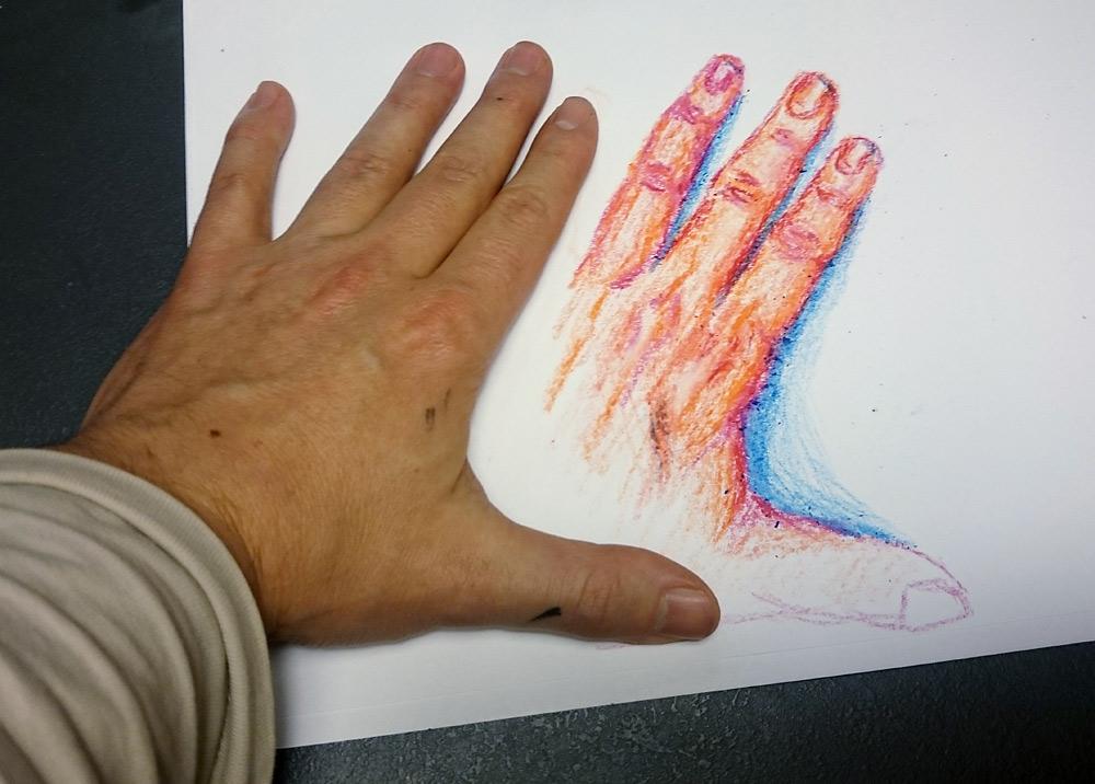2. den - oblíbená část těla (u mě to je ruka), použil jsem dětské voskovky.