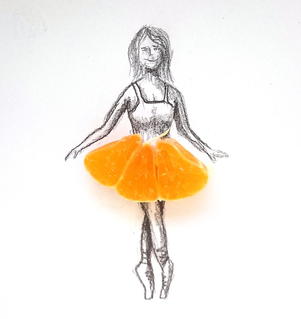 11. den - šaty - použil recyklovatelné (hned po vyfocení jsem je snědl) mandarinkové šaty.
