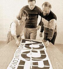 Marva Warnockg představuje návrh loga Adobe Systems